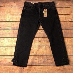 LEVI'S 501 Black Tapped Cropped Jeans